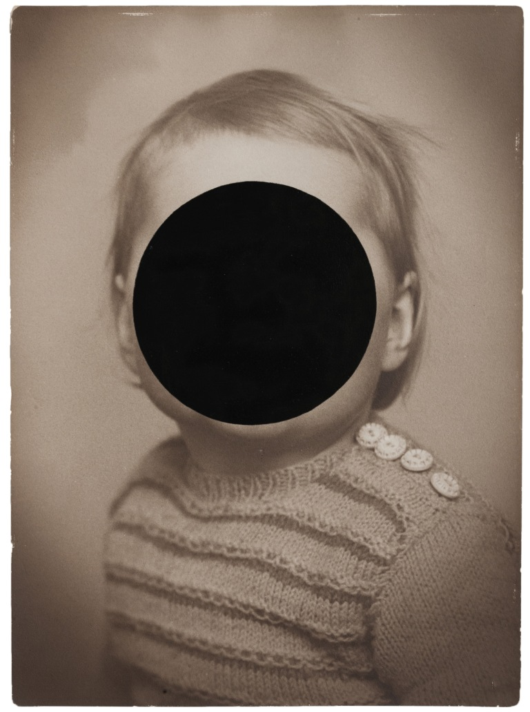 ALEXANDRA BAUMGARTNER Black Circle, 2017, Ölfarbe auf Pigmentdruck, 54x40cm