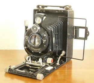 Bergheil is a series of well-specified folding plate cameras made by Voigtländer in Braunschweig (Brunswick) from 1912 until the Second World War