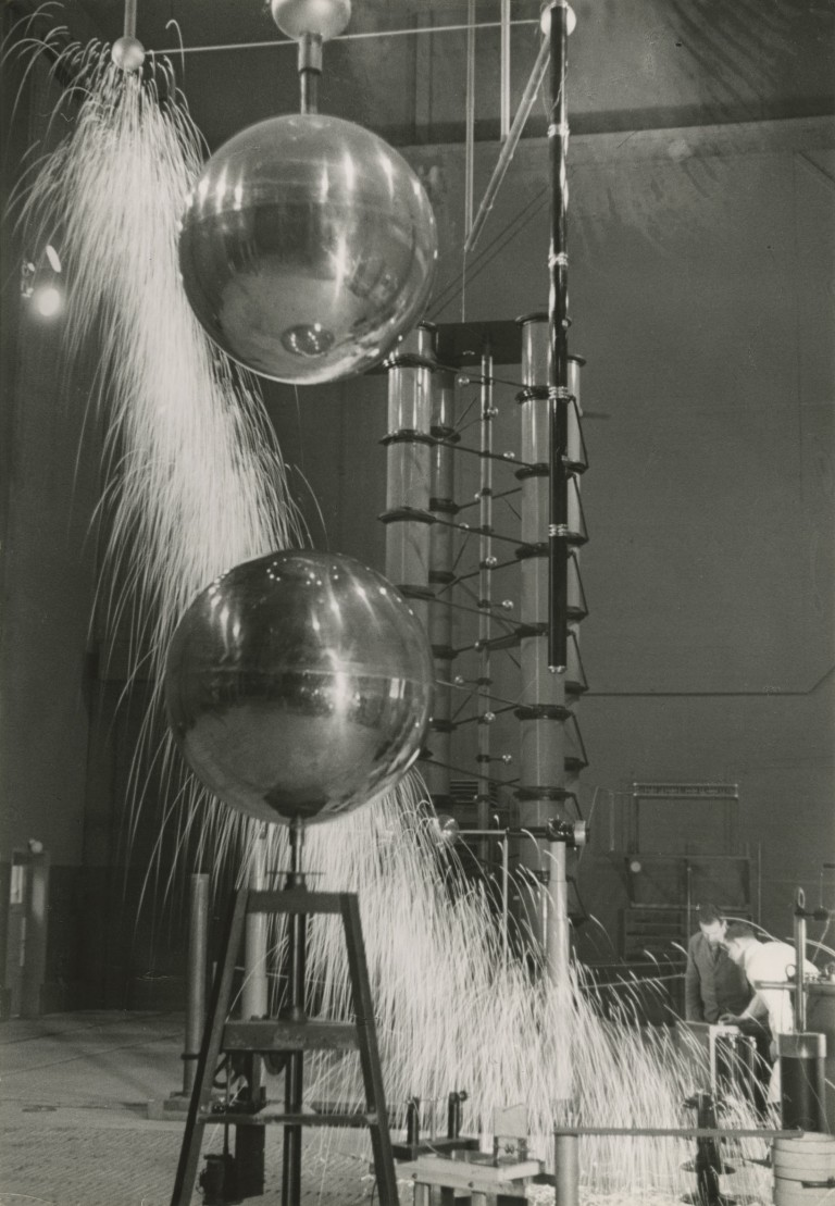 Jakob Tuggener, Fabrik 1933-1953 - Research Laboratory, factory machine shop Oerlikon
