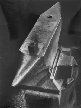 Jakob Tuggener (1934) Sunday (anvil in the blacksmith shop), gelatin-silver print, 29.9 x 22.8 cm. Collection Fotomuseum Winterthur, gift Maria E. Tuggener