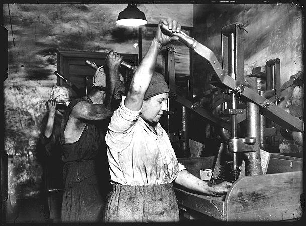 Akkord im Dreck, Grafitarbeiterinnen, 1930