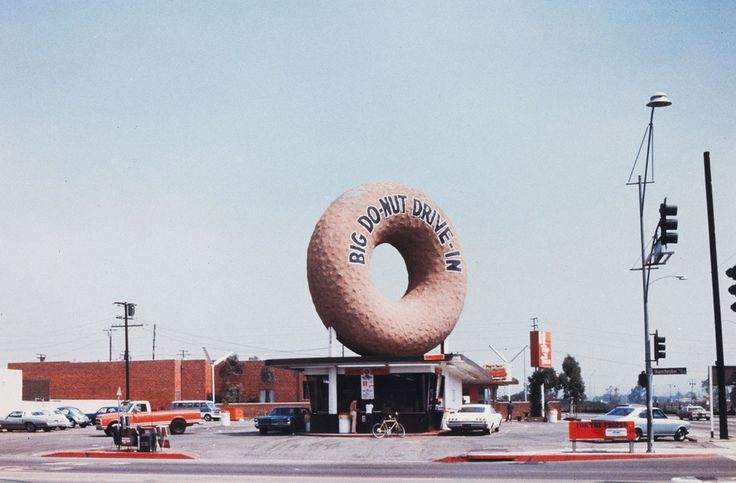 Big Do-Nut Drive-In - Los Angeles - 1970 - Venturi, Scott Brown and Associates, Inc.