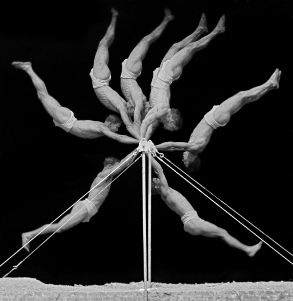 Georges Demeny (French, 1850–1917). Chronophotograph of an exercise on the horizontal bar, 1906. Black-and-white photograph. © INSEP Iconothèque