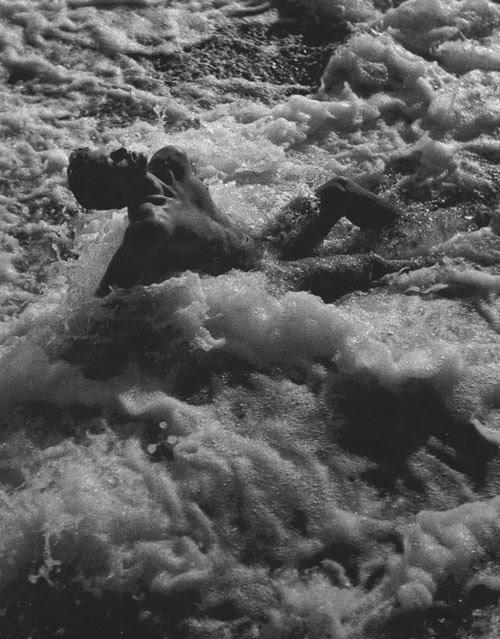 Nu dans les vagues, 1948