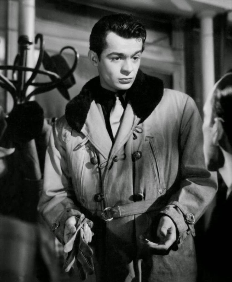 Raymond Voinquel, Serge Reggiani in Les portes de la nuit directed by Marcel Carné, 1946
