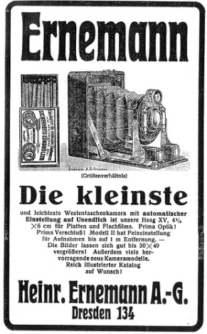 "Advertisement for the Ernemann Haeg XV, the ""smallest and lightest vest-pocket camera"", comparing its size with an open box of Sicherheits Zündhölzer (safety matches)."