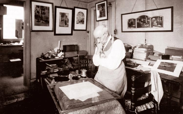 El metge i fotògraf Joaquim Pla Janini analitza atentament el resultat d'una de les seves obres fotogràfiques al seu laboratori. Barcelona, anys 1960. [Joan Pujol]
