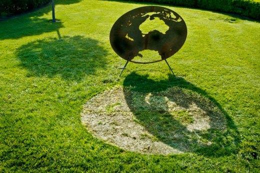 Lloyd Godman (2006) Planet III - Ephemeral sculpture.