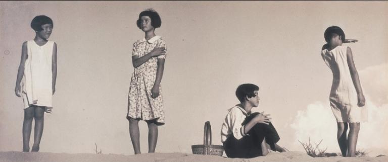 Quatre filles, 1939 © Shoji Ueda Office, Tokyo, Japon