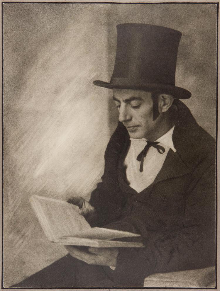 Retrat d_un estudiant dels '_Estudiants de Vic__, obra de Joaquim Pla Janini, c. 1920-5. Bromoli sobre paper 39,7 x 29,8 cm. [Donació de les famílies Pla Guarro i Vives Pla,