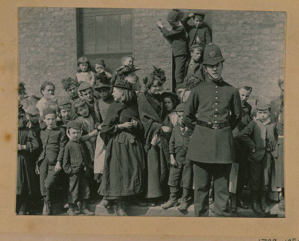 the-crowd-waiting-to-see-a-policemans-funeral-photograph-date-1894.jpg