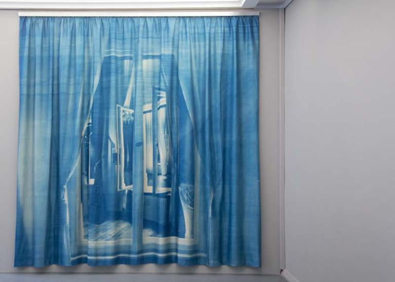 Pentimenti (Löwenpalais),cyanotype on silk, 260 x 250 cm, PhotoWerkBerlin 2015, photo- Ute Lindner