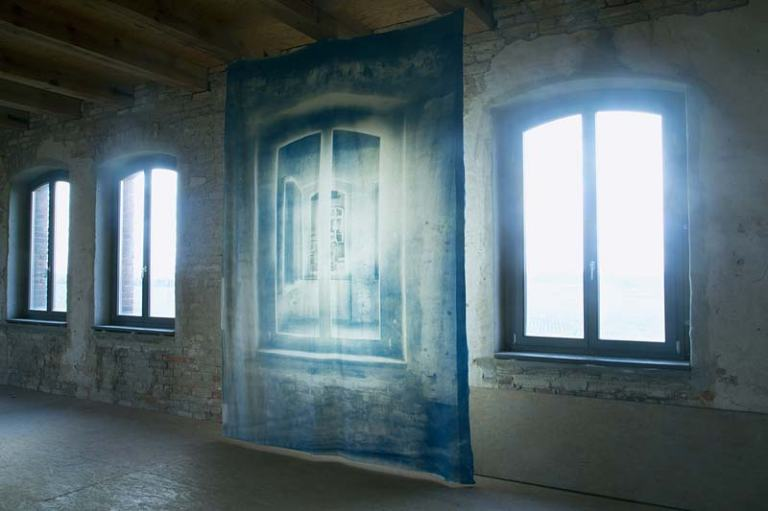 Pentimenti (Vierraden), cyanotype on cotton, 300 x 220 cm, kunstbauwerk e.V., Tabakfabrik Vierraden 2016, photo- Ute Lindner