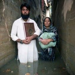 Gideon Mendel (2014) Hilal Ahmad Shaikh and Shameema Shaikh Jawahar Nagar Srinagar, Kashmir India, October 2014