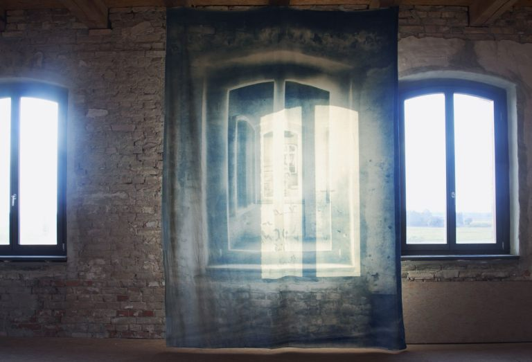 Pentimenti (Tabakfabrik Vierraden), photocollage, cyanotypie on molton, 320 x 220 cm, Kunstbauwerk e.V., 2016