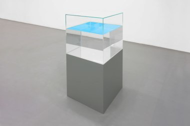 Ann Veronica Janssens, Installation view, Galerie Micheline Szwajcer, Antwerp, December 2010 - 22 January 2011.
