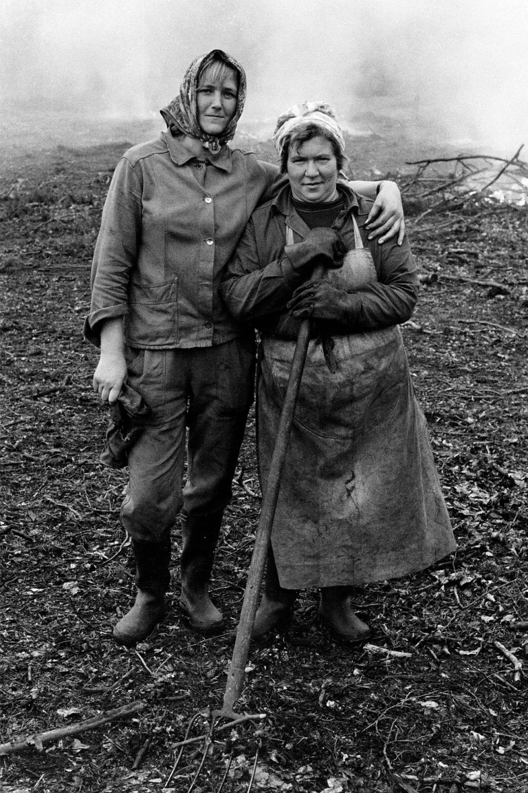 Waldarbeiterinnen : Forestry workers. Uckermark, 1987 © Roger Melis