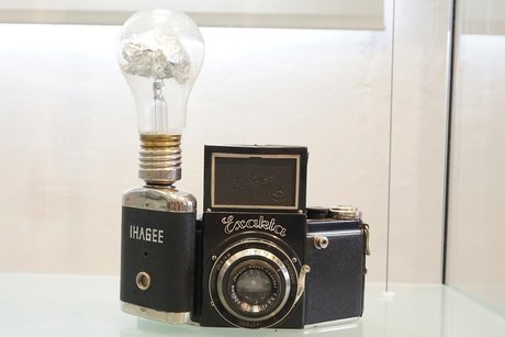 1930s German Exacta camera with Vacublitz lamp attached in shutter-synchro holder