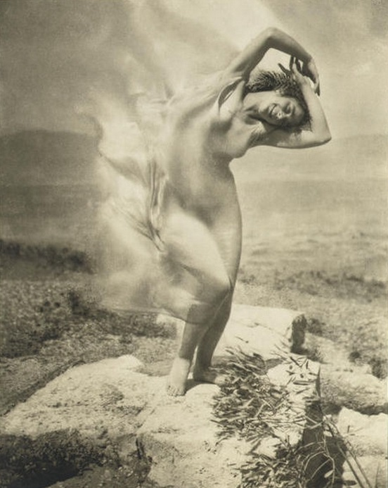 edward-steichen-wind-fire-thc3a9rc3a8se-duncan-on-the-acropolis-1921