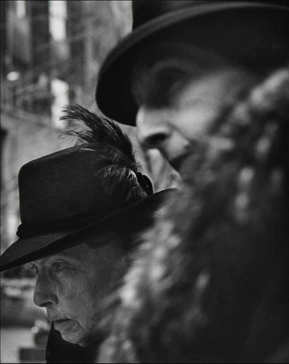 Leon Levinstein (1956) Rockefeller Center, New York, 1 48.8 × 39.2 cm