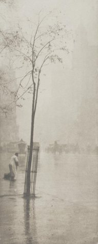 Alfred Stieglitz (1901) Spring Showers - the Sweeper [Camera Notes] 1901 Photogravure 15 × 6.3 cm Philadelphia Museum of Art Gift of Carl Zigrosser
