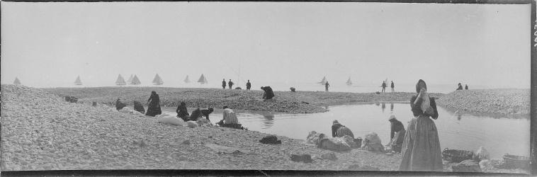 Constant Puyo (1900) Lavandières et voiliers près de Penmarch, Bretagne