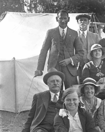 Les Chandler (c.1920s) Chandler operating a bulb release for a family portrait (detail)